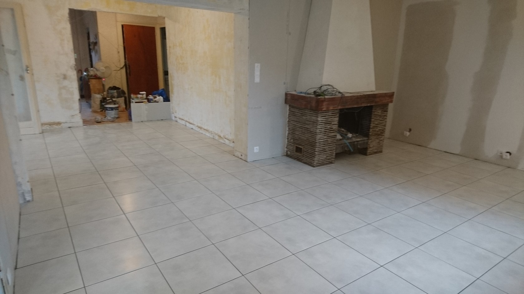 sol carrelage salon maison - viannaycarrelage.fr - travaux intérieur